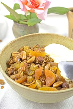 The perfect way to start your mornings with this delicious granola exploding with toasted nuts and dried fruit. THE MOST DECADENT AND INDULGENT GRANOLA!! @almondtozset