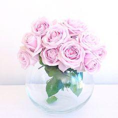 "332 tykkäystä, 66 kommenttia - • J O D I • Flowers & Flatlays (@jodianne_) Instagramissa: ""Happy Friday!  #floralfridaycompetition @emilyquinton"""