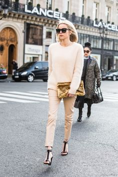 // NUDE OUTFIT // GOLD SEQUINNED CLUTCH // STREET STYLE //