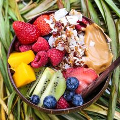 """earthyandie: """"Enjoying a JUNgLe BOWL of @sambazon at home right before ordering a juice subscription on @well_n_proper 's Kickstarter !! Want to enter a fun giveaway?? She has just a few hours left to reach her goal! If you give even a dollar..."""