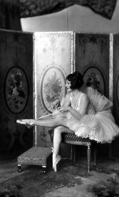 Helene Costello - 1920's - Ziegfeld Follies Girl - Photo by Alfred Cheney Johnston