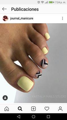 Cute Toe Nails, Hot Nails, Pretty Nails, Hair And Nails, Pedicure Nail Designs, Pedicure Nail Art, Summer Toe Nails, Toe Designs, Yellow Nails