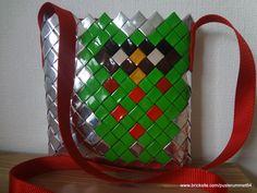 Taske med ugle motiv flettet af kaffeposer.  Bag with owl motif woven of coffee bags