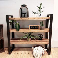 | De Betoverde Zolder | Deze lage industriële boekenkast Timber is gemaakt van oude balken met een frame van onbehandeld staal. Deze open kast heeft een stoer en robuust uiterlijk dat in vele interieurs past. Gebruik deze kast als boekenkast of natuurlijk als een roomdivider in je woonkamer. Gegarandeerd een pronkstuk in je huis. Furniture Upholstery, Metal Furniture, Tech Room, Metal Table Legs, Decoration, Home Kitchens, Entryway Tables, Sweet Home, Hot Cocoa Bar