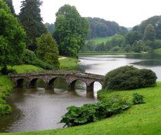 Você sabia que o estilo de jardim inglês é um espaço bem romântico, sem grandes interferências na natureza? No blog da STIHL você confere mais sobre esse tipo de jardim: ow.ly/4mYY4Q