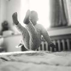 jumping on a bed! - jada111:  翅。 on Flickr