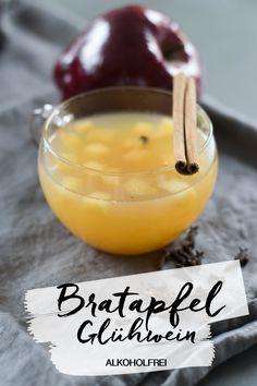 Rezept für super leckeren Bratapfel Glühwein - alkoholfrei. Apfelpunsch mit Zimt und Vanille. Apfelglühwein wie vom Weihnachtsmarkt. Einfach lecker und schnell zubereitet.