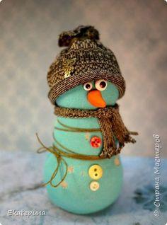 Игрушка Поделка изделие Новый год Шитьё Снеговички Бусины Клей Крупа Носки Пластика Пряжа Пуговицы Ткань фото 8