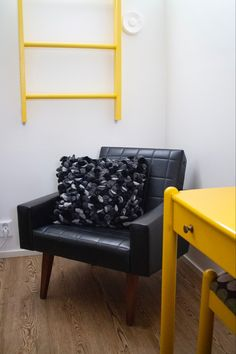 #interiorstyling #interior4all #interiordesign #designinterior #interior_and_living #interior123 #scandinavianhome #scandinaviandesign #scandinavianstyle #scandinavianinterior #finnishdesign #passion4interior #nordicdesign #design #premiumquality #handcrafted #luxury #luxurydesign #luxurylifestyle #blanket #pillow #rug #rugs #art #frizhansen #walldesign #walltextile #satunisu #satunisudesign Scandinavian Interior, Scandinavian Design, Interior Styling, Interior Design, Nordic Design, Marimekko, Designer Pillow, Wall Design, Live Life