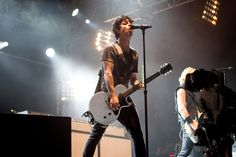 Green Day's Billie Joe Armstrong singing live!