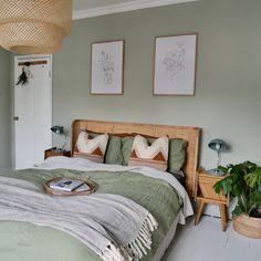 The Look: Boho Bedroom Green Bedroom Walls, Sage Green Bedroom, Bedroom Wall Colors, Room Ideas Bedroom, Home Decor Bedroom, Green Bedroom Colors, Green Bedroom Decor, Green Bedrooms, Bedroom Interiors