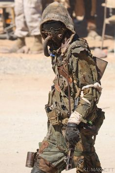 Post Apocalyptic Clothing, Post Apocalyptic Costume, Post Apocalyptic Art, Post Apocalyptic Fashion, Apocalypse Armor, Apocalypse Costume, Apocalypse World, Character Concept, Character Art