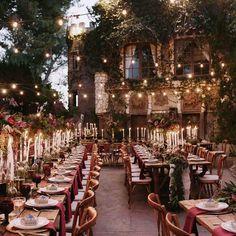 Un jeune couple de Californiens a organisé son mariage sous le thème d'Harry Potter. Que ce soit le lieu, la décoration ou le repas, le travail...