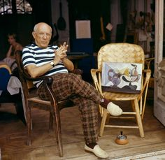 Picasso, pictured in his home in Cannes around While he enjoyed success and fame during his lifetime, his grandchildren endured a hungry and insecure childhood . Their father was told by Picasso he was a failure Kunst Picasso, Art Picasso, Picasso Paintings, Picasso Style, Georges Braque, Spanish Painters, Spanish Artists, Prado, Outsider Art