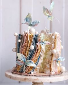 Wedding cakes are an iconic part of a big-day reception. There's nothing like a beautiful wedding cake, that looks almost too pretty to cut into. Pretty Wedding Cakes, Beautiful Birthday Cakes, Gorgeous Cakes, Pretty Cakes, Cute Cakes, Amazing Cakes, Wedding Cake Designs, Wedding Themes, Wedding Colors