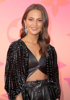 Alicia Vikander - Louis Vuitton X Opening Cocktail Party in Beverly Hills Alicia Vikander Style, Outfits and Clothes. Celebrity Gossip, Celebrity News, Celebrity Style, Lara Croft, Fukuoka, Michael Fassbender, Marie Claire, Alicia Vikander Style, Alicia Vikander Hair