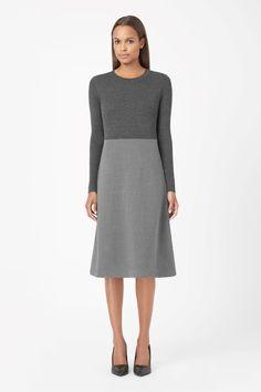 Ribbed top wool dress - COS, 990 kr