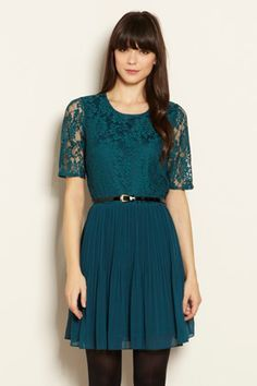 New dress lovelovelove! Chic Outfits, Fall Outfits, Teal Bridesmaid Dresses, Bridesmaids, Green Lace, Lace Bodice, Dress To Impress, Beautiful Outfits, New Dress