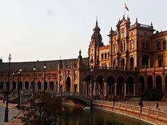 480px-Plaza_de_España_in_the_Maria_Luisa_Park,_Seville_Spain-_VIII.JPG (480×360)
