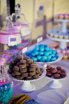 Yes, I LOVE sweets!!! Candy bar, french macarons, cake pops, cupcakes!!!