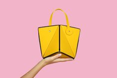Metro Cubo Bag by Irma Cipolletta. Available on: http://www.irmacipolletta.com/