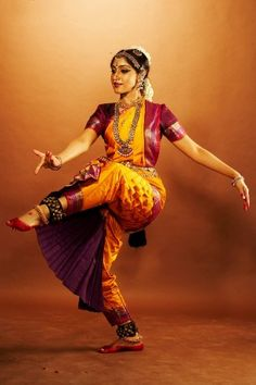 Dance as a form of Healing Kathak Dance, La Bayadere, Indian Classical Dance, Dance Paintings, Folk Dance, Dance Poses, Dance Photography, Just Dance, Indian Girls