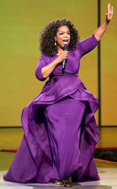 The always fabulous Oprah wears a custom Christian Siriano purple flounce overlay cascading organza and crepe gown on her tour. African Wear, African Dress, Clothes For Women In 20's, Look Plus, Christian Siriano, Oprah Winfrey, African Fashion Dresses, Shades Of Purple, Mother Of The Bride