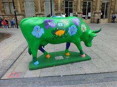 Cow parade de  valenciennes -- Cow Parade Valencia -- Valenciennes, Nord-Pas-de-Calais, France Cow Parade, Calais France, Musk Ox, Painted Horses, Cow Creamer, Cute Cows, Installation Art, Farm Animals, Statues