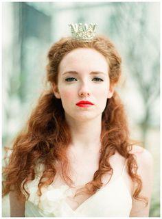 Wedding Crowns | photo by Lauren Kinsey Photography | Bridal Musings Wedding Blog #weddingcrowns