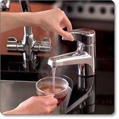 Hot Water Dispenser at Kitchen Sink - filtered hot water ready in a second. Kitchen Tools, Kitchen Gadgets, Kitchen Sink, Kitchen Appliances, Kitchen Stuff, Kitchens, Hot Water Dispensers, Boho Kitchen, Kitchen Fixtures