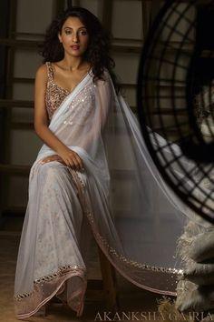 White Saree With Pink Mirror Work Blouse & Border By Akansha Gajria. Indian Attire, Indian Ethnic Wear, Indian Style, Bollywood Saree, Bollywood Fashion, Punjabi Fashion, Indian Bollywood, India Fashion, Asian Fashion
