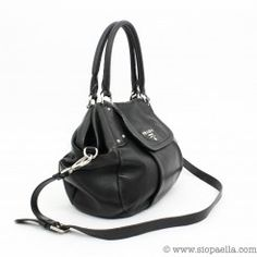 Prada Black Leather Shoulder Bag Siopaella Designer Exchange. You can shop onlin http://siopaella.com/ or call us on 01-6779106 or 01-5550119