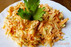 Saturating egg and carrot salad - the perfect diet meal Top-Rezepte.de - If you are also a salad fan, then you definitely have to try this salad. Healthy Salads, Healthy Eating, After Workout Food, Diet Recipes, Healthy Recipes, Carrot Salad, Food And Drink, Low Carb, Eggs
