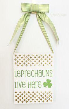 Fun and easy St. Patrick's Day glitter sign #hoilday #stpats #green #shamrock #leprechauns #holidaydecor