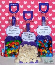 These would be great for beach party favors.I also think a kids party would be. These would be great for beach party favors.I also think a kids party Spring Crafts For Kids, Kids Crafts, Craft Gifts, Diy Gifts, Holiday Fun, Holiday Crafts, Christmas Gifts, White Christmas, Christmas Cookies