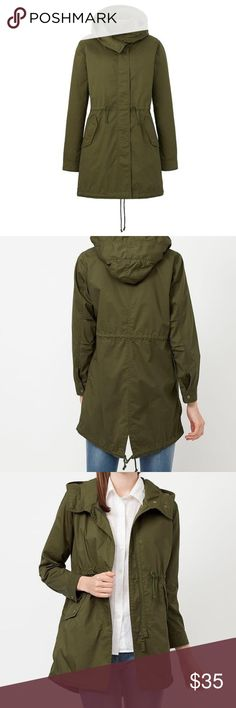 Uniqlo Army Green Parka XS 🌿 A blend of cotton and polyester gives this parka a stylish finish without being overly casual. A fishtail design and large pocket flaps add an authentic military style, while the below the hip length and waist cord keep it feminine. A high collar helps keep out the cold, and the sleeves can be rolled up for extra versatility. 75% cotton, 25% polyester. // great condition! Uniqlo Jackets & Coats Utility Jackets