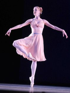 Gillian Murphy in Balanchine's Tchaikovsky Pas de Deux photo Jack Vartoogian