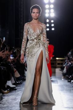 Elie Saab: Elie Saab Spring Summer 2019 Haute Couture Fashion Show Photo Elie Saab Couture, Haute Couture Dresses, Haute Couture Fashion, Fashion Vestidos, Fashion Dresses, Runway Fashion, Fashion Show, Live Fashion, Fashion News