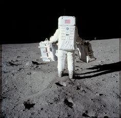 Nasa Edwin 'Buzz' Aldrin carries experiments for deployment on the lunar surface. July (Source: NASA) - Edwin 'Buzz' Aldrin carries experiments for deployment on the lunar surface. Apollo Moon Missions, Apollo 11 Mission, Nasa Missions, 1st Moon Landing, Apollo 11 Moon Landing, Cosmos, Hasselblad 500cm, Apollo Space Program, Nasa Photos