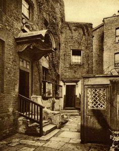 [Wrong era, but great inspiration for Eva's book] The building with the canopy is Bridge House, George Row, Bermondsey, in Built around 1705 and demolished in the place was once surrounded by the Jacob's Island rookery. Victorian London, Vintage London, Old London, East London, London Pictures, London Photos, Old Pictures, Old Photos, London History