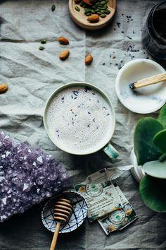 Instant Calm Tea Latte: the perfect bedtime sip - The First Mess - lavender, chamomile, honey, almond milk Healthy Food Blogs, Healthy Drinks, Detox Drinks, Detox Juices, Healthy Eats, Healthy Lifestyle, Low Carb Vegan Breakfast, Sleep Tea, Lavender Tea