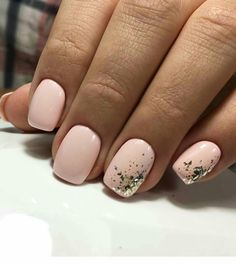 The advantage of the gel is that it allows you to enjoy your French manicure for a long time. There are four different ways to make a French manicure on gel nails. Light Pink Nails, White Nails, White Short Nails, Nail Polish, Short Nail Designs, Super Nails, Nagel Gel, Perfect Nails, Gorgeous Nails