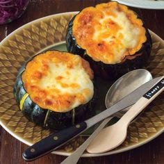 日本でも定着してきたハロウィン。イベント感たっぷりのかぼちゃ料理を食卓に並べて、家族や仲間と思いっきり盛り上がりたいもの。そこでご紹介したいのが、かぼちゃを丸ごと使ったグラタンレシピ。パーティやお持た