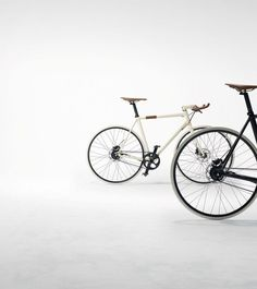 Nice looking but cant see the ostrich leather or rose gold anywhere.Hermès Launches Two Ultra-lightweight Luxury Bicycles Bycicle Electric, Bycicle Trailer Hardtail Mountain Bike, Mountain Biking, Tricycle, Bmx, Bicycle Shop, Retro Bicycle, Kelly Bag, Bicycle Design, Vintage Bikes