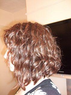 shoulder length curly bob slanted back shoulder length curly inverted bob Curly Hair Cuts, Long Curly Hair, Curly Hair Styles, Curly Short, Curly Inverted Bob, Curly Bob, Stacked Bob Hairstyles, Hairstyles Haircuts, Bob Haircuts