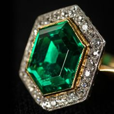Vintage Jewelry Art Art Deco platinum and gold ring, circa with an emerald weighing carats, surrounded by carats of diamonds. Bijoux Art Deco, Art Deco Jewelry, Jewelry Gifts, Fine Jewelry, Glass Jewelry, Boho Jewelry, Beaded Jewelry, Fashion Jewelry, Jewelry Making