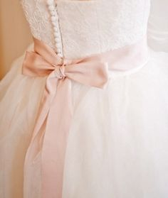 Wedding dress with colored bow - beautiful!