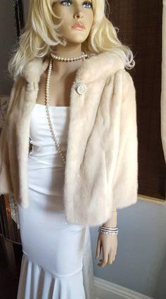 Find your dream wedding fur at LuxuryVintageGirl. Shop now for a glamorous selection of vintage furs. Fur Jacket, Fur Coat, Winter Wedding Fur, Spring Wedding, Estilo Real, Fur Stole, Vintage Fur, Vintage Bridal, Mink Fur