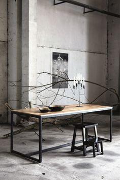 Eettafel wood/iron | Eettafels - Dining tables | La Vie Bohème. Zwart ijzeren onderstel missch mooi. Moeten zorgen dat de achterkamer niet te licht wordt met muren en meubels.