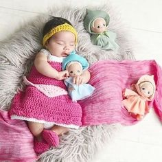 Crochet Baby Sleeping Beauty Aurora Inspired Dress Bow Headband Crown Shoes Set Costume Dress Up Handmade Disney Inspired Baby Shower Gift Photography Photo Prop Available from Newborn to 24 Months. All sets include a dress, headpiece and shoes. Disney Babys, Disney Princess Babies, Disney Princess Snow White, Baby Disney, Erwarten Baby, Baby Sleep, Newborn Pictures, Baby Pictures, Disney Pictures